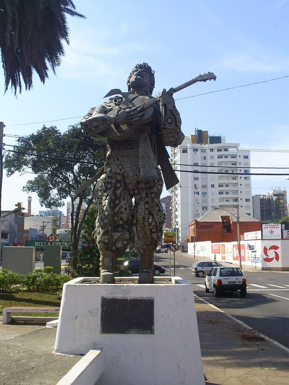 Estátua Teixeirinha