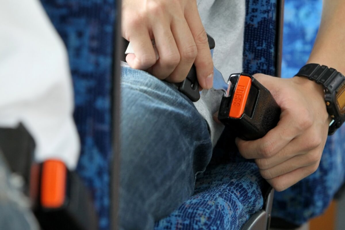 Uso do cinto de segurança em viagens rodoviárias