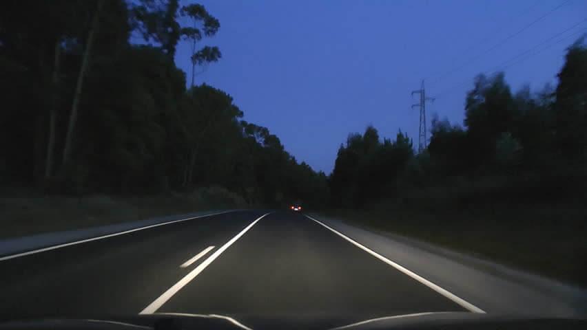 Viajar à noite oferece estradas mais vazias